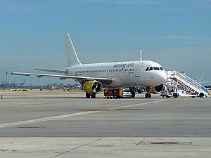 Airbus A320-211 Vueling EC-ICT.jpg