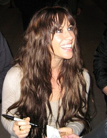 English: Alanis Morissette signing autographs ...