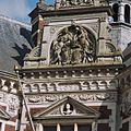 Allegorische voorstelling met daaronder het borstbeeld van Wilhelmina in fronton - Utrecht - 20364877 - RCE.jpg