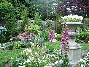 English: The English Garden at Thursday's Anti...