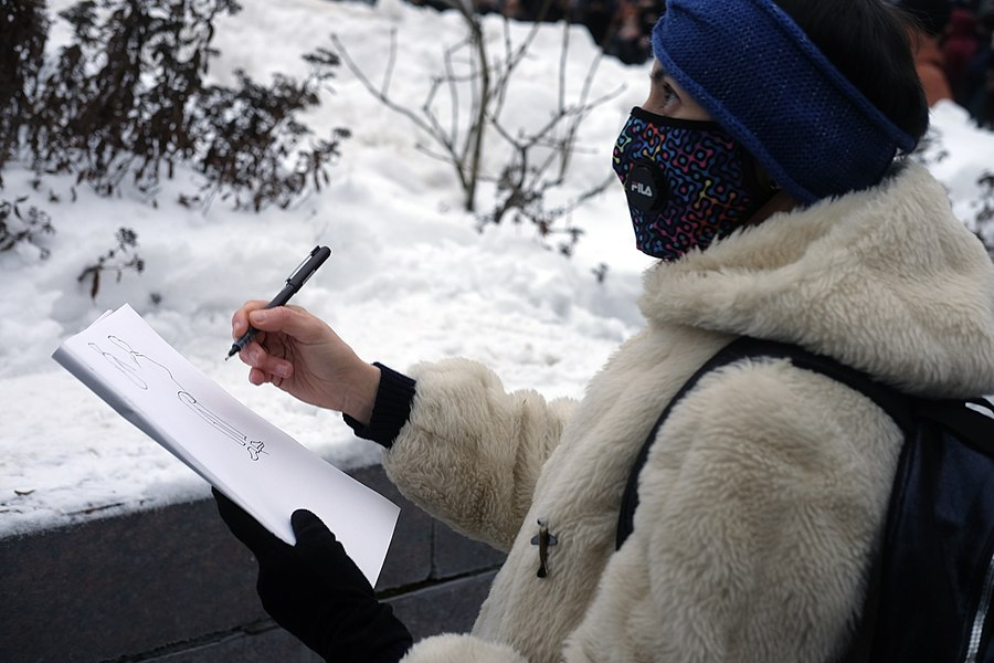 Artist Victoria Lomasko drawing at the protest.jpg