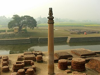 Ashoka pillar at Vaishali, Bihar, India.jpg