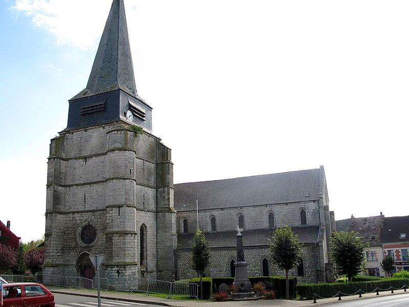 """Aubenton (Aisne, France) -  L'église et le monument-aux-morts. Lors des """"Journées européennes du patrimoine 2007"""", des barrières métalliques interdisaient l'accès à l'église. On remarque en effet 2 longues fissures verticales entre la rosace et la chambre des cloches. Par ailleurs, un arbuste semble prospérer au sommet de la tour d'escalier.   Camera location  49°50′12.06″N, 4°12′15.78″E  View this and other nearby images on: OpenStreetMap - Google Earth    49.836682;    4.204384"""
