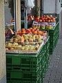 Auslage eines Obsthändlers.JPG