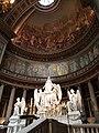 Autel de la Madeleine et peintures du dôme.jpg