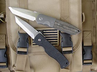 CQC-6 - Emerson's custom CQC6 (top) alongside Benchmade's 970 (CQC7)