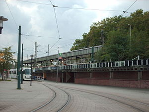 Essen-Altenessen station - Tram (left) and elevated S-Bahn tracks (right) in 2006