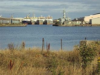 Vittoria Dock - Image: Benkid 77 Ships, Birkenhead docks 090809