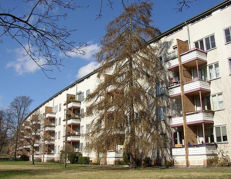 http://upload.wikimedia.org/wikipedia/commons/thumb/f/fe/Berlin_GS_Siemensstadt_Langer_Jammer.jpg/771px-Berlin_GS_Siemensstadt_Langer_Jammer.jpg