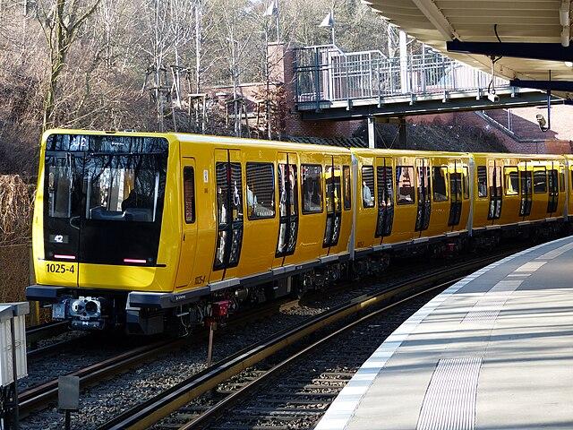 Zug 1025 auf dem Testgleis der Betriebswerkstatt Grunewald