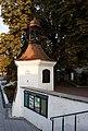 Białystok - pozostałości ogrodzenia z basztą.jpg