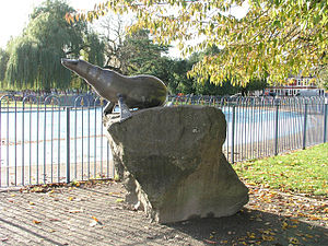 Victoria Park, Cardiff - Billy the Seal sculpture by David Petersen