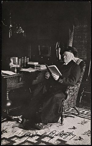 Opsimath - Image: Bjørnstjerne Bjørnson leser på kontoret, ca 1902 (8935290004)