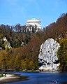 Blick auf die Befreiungshalle vom Donaudurchbruch.jpg