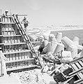 Bouwvakkers aan het werk in de haven, Bestanddeelnr 255-2561.jpg