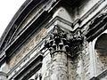 Brüssel Eglise des Minimes Hauptfassade Kapitell 201508.jpg