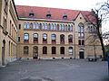 Braunschweig, Gymnasium Kleine Burg, Innenhof, 2005-04-09.jpg