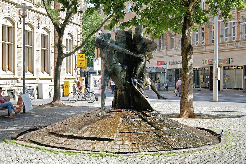 Die Liste der Brunnen in Braunschweig 800px-Braunschweig_Brunnen_Friedrich-Wilhelm-Stra%C3%9Fe_1