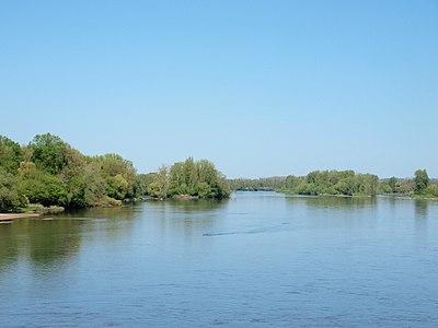 Briare-FR-45-la Loire vue du pont canal-01.jpg