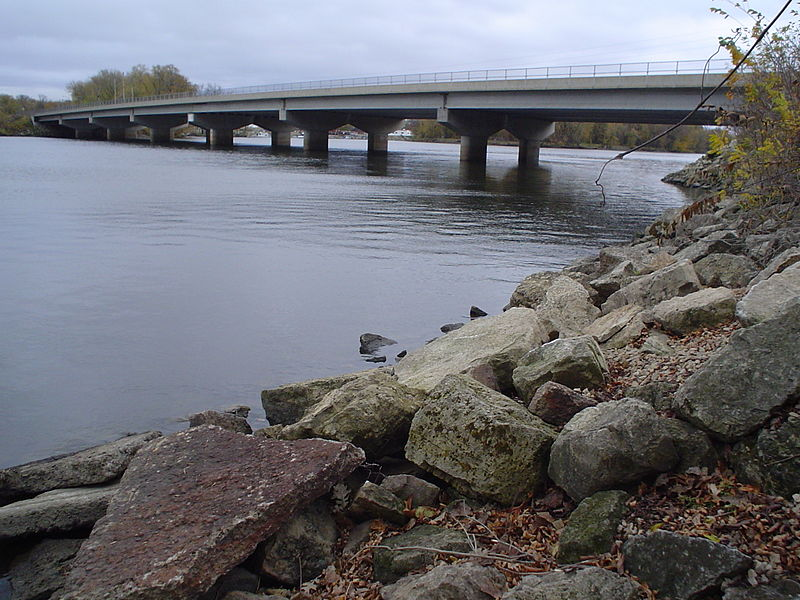 File:Bridge on Mississippi River between Minnesota and Wisconsin.JPG