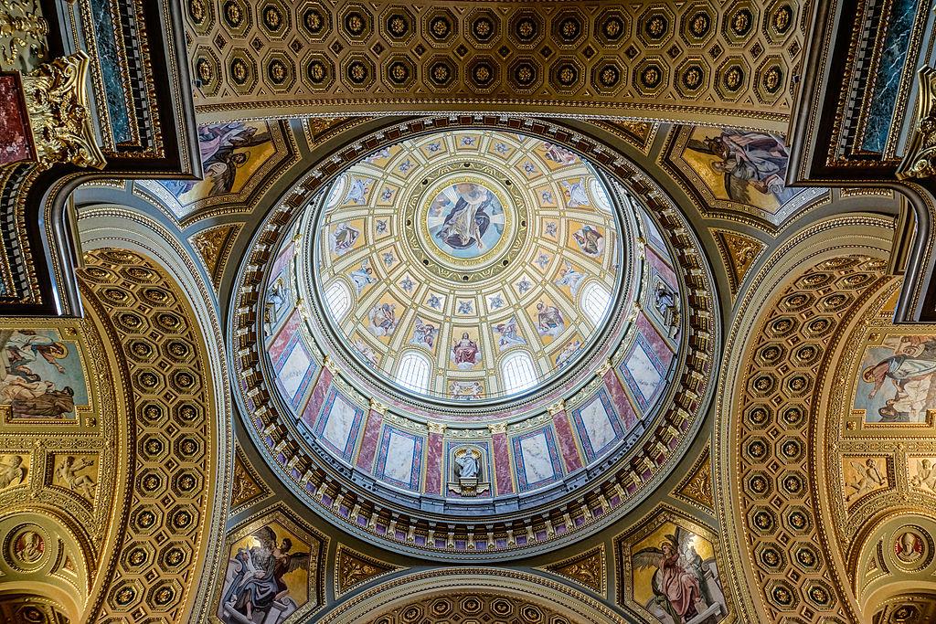 Coupole dans la basilique Saint Etienne de Budapest - Photo d'Adam Kliczek, http://zatrzymujeczas.pl