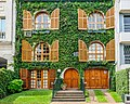 Buenos Aires- beautiful ivy-covered facade (33999574226).jpg