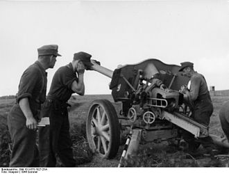 10.5 cm leFH 18/40 - The leFH 18/40 on a fire mission on the Eastern Front
