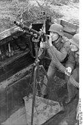 Bundesarchiv Bild 101II-M2KBK-196-35, Atlantikwall, Soldaten mit Flak-MG