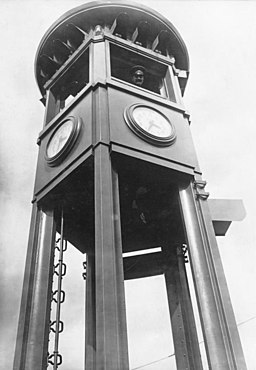 Verkehrsturm , Bundesarchiv, Bild 102-01702 / CC-BY-SA 3.0 [CC BY-SA 3.0 de (https://creativecommons.org/licenses/by-sa/3.0/de/deed.en)], via Wikimedia Commons