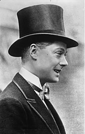 Edward Draagt Een Hoge hoed en Een vlinderdas