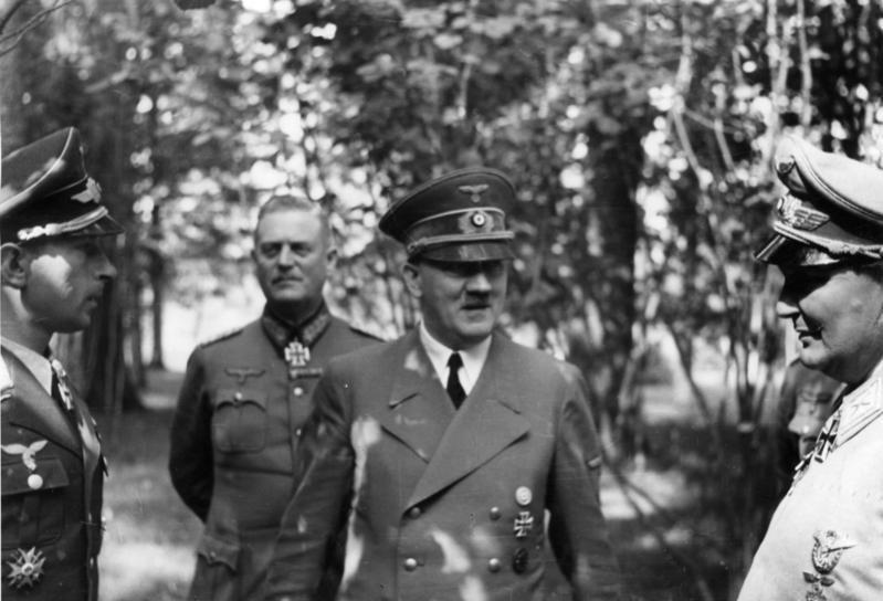 Bundesarchiv Bild 146-1990-044-13, Werner M%C3%B6lders bei Adolf Hitler