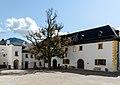Burghof auf Festung Hohensalzburg.jpg