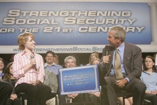 Bush discusses social security in Virginia 2005
