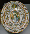C.sf., urbino, bottega dei patanazzi, piatto ovale con stemma contarini, post 1597, 01.JPG