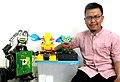CEO Bolabot dengan Robot Sosial Bolabot.jpg