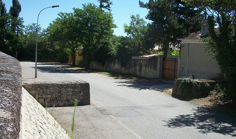 File caderousse digue escalier muret for Escalier exterieur original