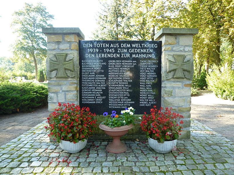 File:Calvörde, Kriegerdenkmal 2. Weltkrieg Vorderseite.JPG