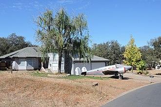 Cameron Park, California - Image: Cameron Airpark plane in driveway 2