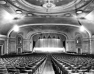 Capitol Theatre (Windsor, Ontario) - Image: Capitol Theatre Lobby ca 1989 04