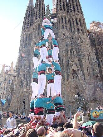 Traditions of Catalonia - Image: Castell 4de 7dels Castellers de la Sagrada Famìlia
