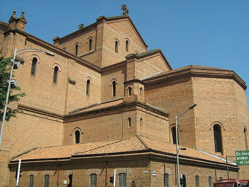 Catedral de Medellin-Esquina.JPG
