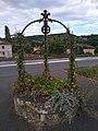 Châtillon (Rhône) - Ancien puits végétalisé RD 385 (août 2018).jpg