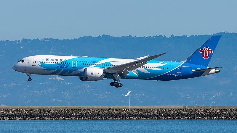 File:China Southern Airlines B787-9 (B-1128)(30423833267).jpg
