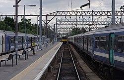 Chingford railway station MMB 02 317664 315834 317XXX 317665.jpg