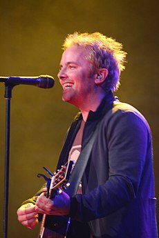Chris Tomlin performing live.jpg