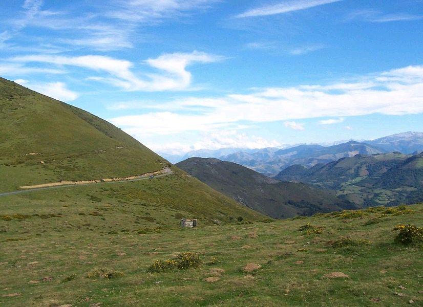 Col de Burdin Olatze dans les Arbailles, ce col est bien connu des chasseurs de palombes