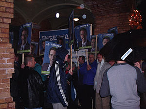 Parti Québécois leadership election, 2005 - Supporters of Boisclair chant at the exit of a public debate.