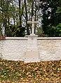Croix sur le mur d'enceinte de La Boisserie (octobre 2020).jpg