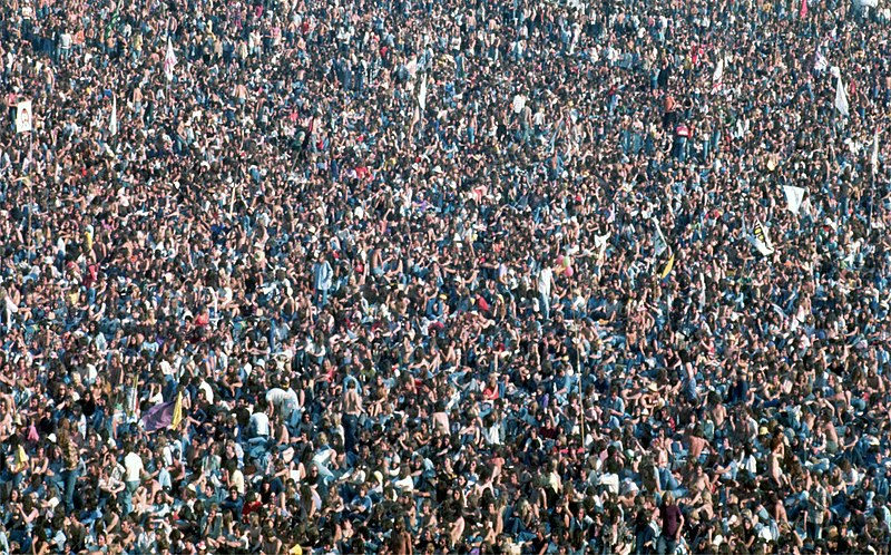 File:Crowd at Knebworth House - Rolling Stones 1976.jpg