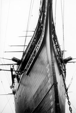 Fine lines of the bow Cutty sark detail.jpg